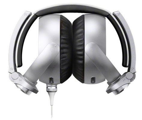 Sony-MDR-XB910-cuffie-ripiegate